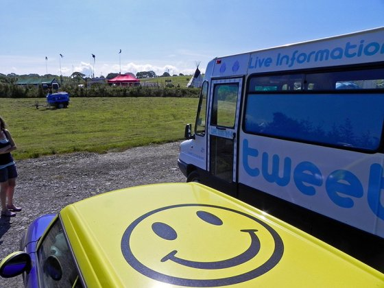 The @Tweet_Bus has landed at @LEOPALLOOZA :)